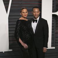 Sederet selebriti hollywood tengah merasakan kebahagiaan kedua pasangan John Legend-Chrissy Teagan. Pasalnya, mereka ingin merayakan pesta atas kelahiran putri pertama John. (AFP/Bintang.com)