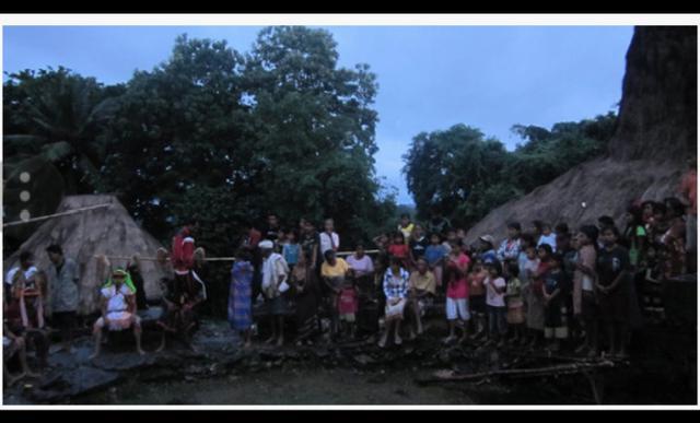 umba Barat memiliki budaya unik, salah satu diantaranya adalah Wulla Poddu. Ritual ini digelar setiap bulan Oktober hingga November. Wulla Poddu berasal dari kata wulla, artinya bulan dan poddu berarti pahit.