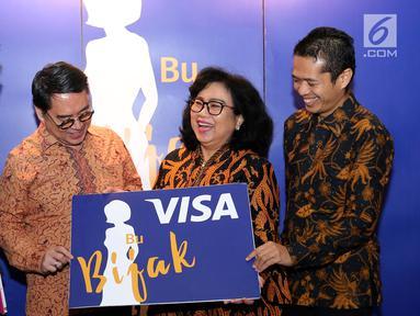 Presdir Visa Worldwide Indonesia Riko Abdurrahman (kedua kiri), Head of Corcomm Widyananto, Kepala Dep. Literasi dan Inklusi Keuangan OJK Sondang Martha dan Deputi Dir. Kebijakan Sistem Pembayaran BI Ricky Satria saat peluncuran #IbuBerbagiBijak di Jakarta, (23/7/2019). (Liputan6.com/Fery Pradolo)