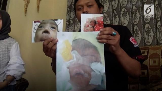 Bayi berusia 5 bulan di Pekalongan, Jawa Tengah diduga menjadi korban malapraktik RSUD Kajen.   Usai menjalani perawatan dalam Inkubator dan diberi selang pernafasan, hingga akhirnya terjadi pendarahan pada sekat hidung. Setelah selang dilepas, lub...