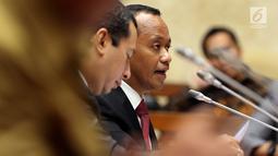 Ketua HIPMI Bahlil Lahadalia menyampaikan pemaparannya saat Rapat Dengar Pendapat (RDP) dengan Pansus Kewirausahawan di Senayan, Jakarta (6/6). Rapat tersebut membahas percepatan Rancangan Undang Undang Kewirausahawan. (Liputan6.com/JohanTallo)