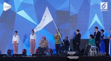 Asian Para Games 2018 di Jakarta resmi berakhir dan diserahkan selanjutnya pada Kota Hangzhou, China. Prosesi penyerahan ditandai penyerahan bendera Asian Paralympic dan pengibaran bendera China.
