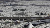 Suasana pemukiman sementara umat muslim saat melaksanakan ibadah haji di Mina, Arab Saudi, Kamis (24/9/2015). Sekitar dua juta umat muslim dari berbagai negara berkumpul untuk melakukan prosesi lempar jumrah di Mina. (REUTERS/Ahmad Masood)