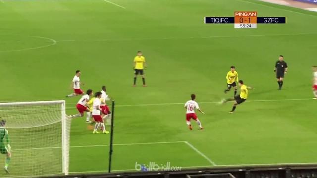 Alan dikartu merah langsung saat Guangzhou Evergrande menang 1-0 atas Tianjin Quanjian dalam laga lanjutan Liga Super China. Pemai...