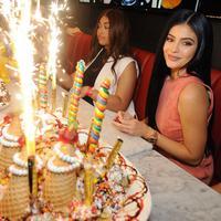 Kylie Jenner sudah bahagia dengan hidupnya saat ini dan ingin melanjutkan tanpa harus memikirkan masa lalu di hari ulang tahunnya. (Vanity Fair)