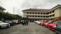 Admin perusahaan otomotif diketahui memiliki 18 mobil mewah berbagai merek. (Liputan6.com/Abelda Gunawan)