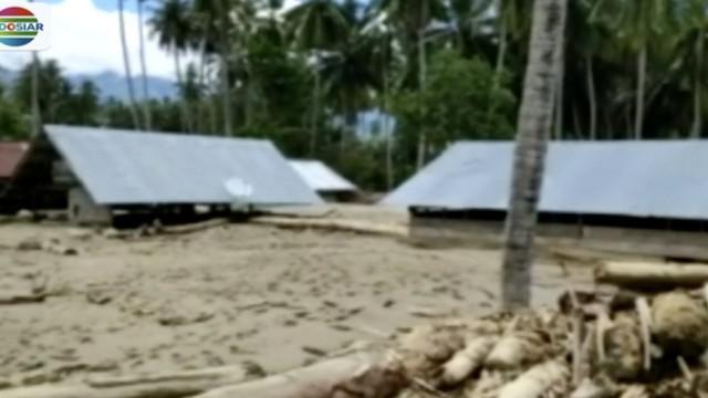 Lebih dari 270 rumah warga Desa Bangga, Sigi, rusak parah diterjang banjir bercampur lumpur.