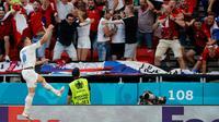 Gelandang Republik Ceko Tomas Holes merayakan gol ke gawang Belanda pada babak 16 besar Euro 2020 di Puskas Arena, Senin (28/6/2021) dini hari WIB. (AFP/Bernadett Szabo)