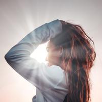 Dampak buruk sinar UV matahari terhadap rambut. (Foto: unsplash.com)