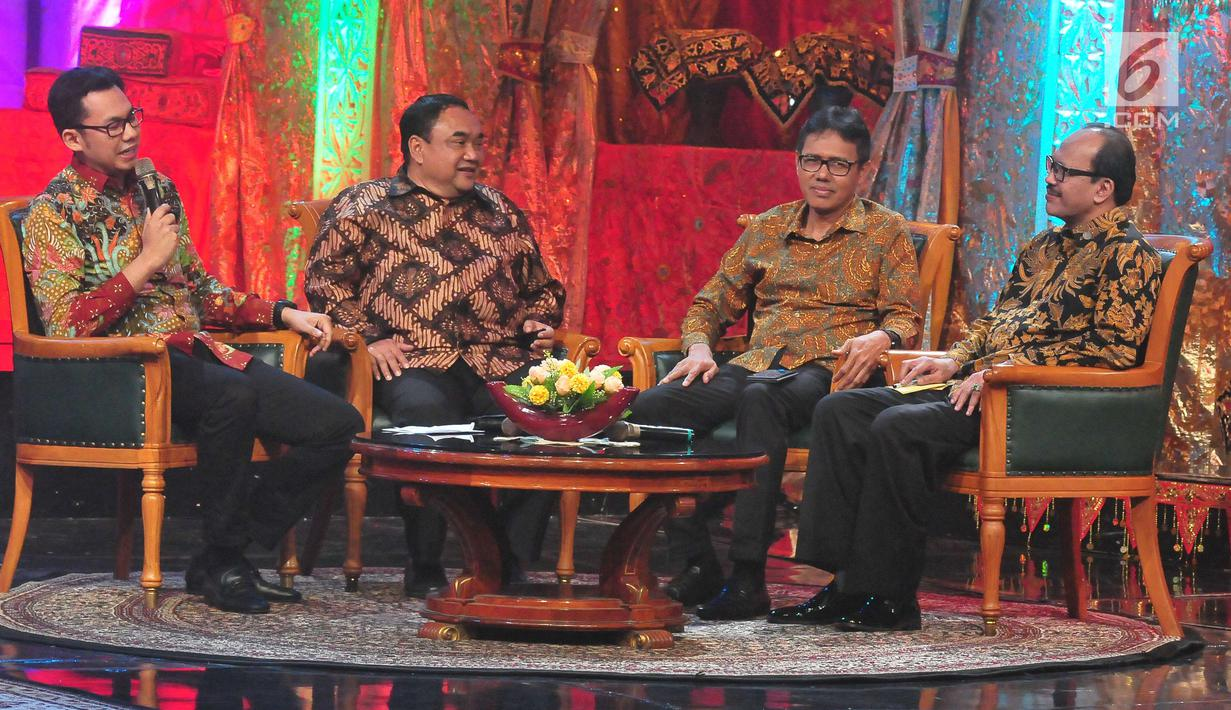 Gubernur Sumatera Barat, Irwan Prayitno bersama Ketua Umum PWI Pusat Margiono dan Ketua KPI Pusat, Yuliandre Darwis menghadiri Peluncuran Hari Pers Nasional (HPN) 2018 di auditoirum TVRI Pusat, Jakarta, Minggu (10/9). (Liputan6.com/Helmi Afandi)