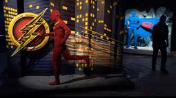 Karakter pahlawan superhero DC yang dibuat dari Lego pada pameran Art of the Brick di La Vilette, Paris, Kamis (26/4). Pameran yang menggunakan hampir 2 juta Lego ini berlangsung dari 29 April hingga 19 Agustus 2018. (AFP/Lionel BONAVENTURE)