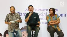 Peneliti Adjunct LD FEB UI, Alfindra Primaldhi memaparkan hasil riset Go-Jek oleh Lembaga Demografi FEB UI 2018, Jakarta, Kamis (21/3). Hasil riset menemukan kontribusi mitra Go-Jek terhadap ekonomi Indonesia Rp 44,2 Triliun. (Liputan6.com/Fery Pradolo)