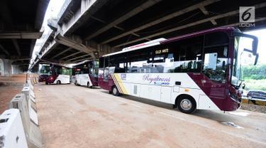 Bus premium Transjakarta atau Royaltrans