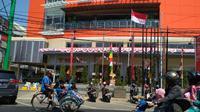 Bangunan Bekas Hotel Canton kini berubah menjadi pusat perbelanjaan di Cirebon. Foto (Liputan6.com / Panji Prayitno)