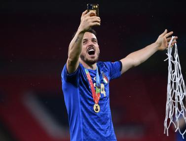 Foto Piala Eropa: Gawang Wembley Terkoyak Usai Pemain Italia Lakukan Ritual Kemenangan Potong Jaring