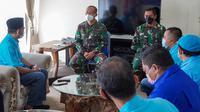 Pengurus Harian DPW Partai Gelora  Jawa Timur bersilaturahmi ke Markas Kapal Selam Komando Armada II untuk menyampaikan duka gugurnya 53 patriot kapal selam Nanggala 402. (Foto: Istimewa).
