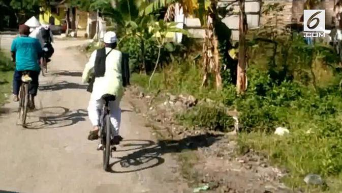 Video Dua Pria Berangkat Haji Pakai Sepeda Ontel Regional Liputan6 Com