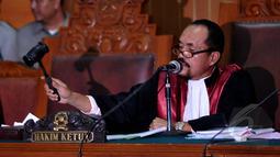 Hakim Sarpin Rizaldi memimpin sidang praperadilan Budi Gunawan kepada KPK di Pengadilan Negeri Jakarta Selatan, Senin (16/2/2015). (Liputan6.com/Johan Tallo)