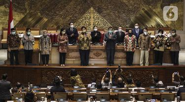 FOTO: Sejumlah Menteri Kabinet Indonesia Maju Hadiri Paripurna Pengesahan UU Ciptaker