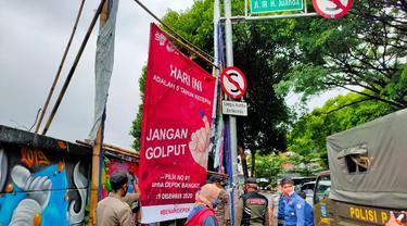 Satpol PP Tertibkan APK di Masa Tenang Pilkada Kota Depok