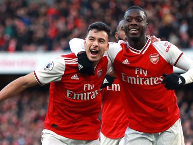 Pemain Arsenal Gabriel Martinelli (kiri) merayakan golnya ke gawang Sheffield United bersama rekan setimnya Nicolas Pepe pada pertandingan Liga Inggris di Emirates Stadium, London, Inggris, Sabtu (18/1/2020). Pertandingan berakhir 1-1. (Adam Davy/PA via AP)