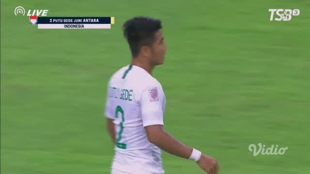 Berita video momen kartu merah untuk bek Timnas Indonesia, I Putu Gede, saat menghadapi Singapura pada laga pertama Grup B Piala AFf 2018, Jumat (9/11/2018).