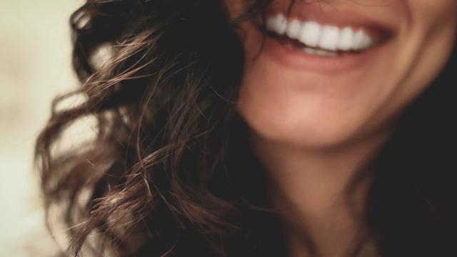 5 Cara Memutihkan Gigi Kuning Yang Membandel Dengan Baking Soda
