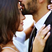 Pasti sangat bahagia saat kita punya pasangan yang romantis/copyright: unsplash/mari lezhava