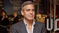 Saat tengah mengendarai motor di Italia, George Clooney tertabrak mobil (AP Photo)