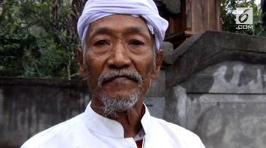 Wayan Sangka atau Jero Mangku Darma, adalah saksi kedasyatan letusan Gunung Agung tahun 1963.