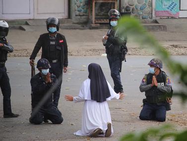 Demi Lindungi Demonstran, Biarawati Myanmar Berlutut di Depan Polisi Bersenjata