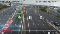 Kecelakaan tunggal yang melibatkan sebuah truk kontainer terekam kamera Closed-circuit television (CCTV) jalan.
