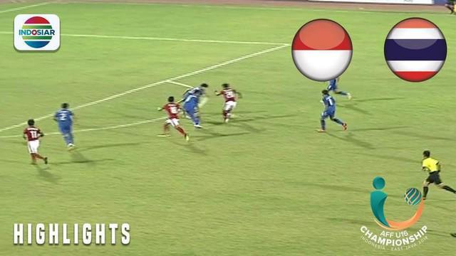 Berita video momen pertahanan Thailand yang cukup kewalahan saat diserang Timnas Indonesia U-16 melalui Brylian Aldama dan Bagus Kahfi pada final Piala AFF U-16 2018, Sabtu (11/8/2018).