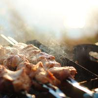Nikmati lezatnya sate kambing di Puncak yang dimasak dengan proses tradisional. (Foto: pixabay)