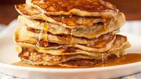 Pancake ini memiliki resep paling mudah, dengan sebuah telur dan dua buah pisang. (foto : thekitchn)