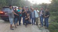 Bos miras oplosan Cicalengka, Kabupaten Bandung (kepala botak) berhasil ditangkap jajaran Polda Jambi. (Dok. Istimewa/B Santoso)