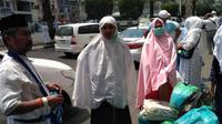 Jemaah haji Indonesia menyempatkan diri berbelanja di Pasar Jaafariyah atau Pasar Seng. (Dream)