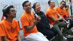Aktor Donny Damara memberi keterangan pers film terbarunya yang berjudul Guru Ngajidi Jakarta, Rabu (14/3). Film tersebut akan tayang pada 22 Maret 2018 dan mengambil lokasi syuting di Boyolali dan Sidoarjo. (Liputan6.com/Immanuel Antonius)