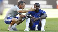 Pada 2018 Zola kembali ke Chelsea sebagai Asisten pelatih untuk Maurizio Sarri. Zola berhasil mengantarkan Chelsea menjadi juara Liga Europa 2018/19. (AFP/Ian Kington)