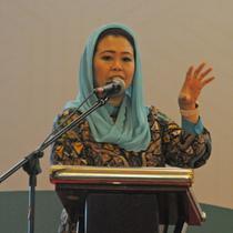 Direktur Wahid Foundation, Yenny Wahid memberi pemaparan saat diskusi panel di peluncuran survei nasional potensi toleransi sosial keagamaan di kalangan perempuan muslim Indonesia, Jakarta, Senin (29/1). (Liputan6.com/Herman Zakharia)