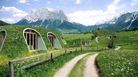 Rumah teletubbies ini dapat dibangun selama 3 hari saja, dengan atap rumput dan ramah lingkungan. (Foto : inhabitat.com)