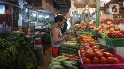 Suasana Pasar Senen di Jakarta, Kamis (22/10/2020). Pedagang mengeluhkan sepinya pembeli karena terdampak pandemi COVID-19 serta ramainya demo Omnibus Law UU Cipta Kerja beberapa minggu ini. (merdeka.com/Imam Buhori)