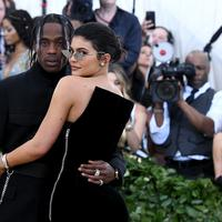 Lagi, Kylie Jenner dan Travis Scott kembali membuat rumor bertunangan. (NOAM GALAI  GETTY IMAGES NORTH AMERICA  AFP)