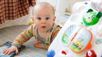 Anda memang tidak mungkin mengawasi bayi atau balita selama 24 jam penuh. Tapi setidaknya  Anda harus dapat meminimalisir potensi bahaya dari barang-barang di rumah.