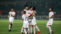 Persija berselebrasi saat melawan PS Tira di Stadion Sultan Agung, Bantul, Jumat (8/6/2018). (Bola.com/Ronald Seger Prabowo)