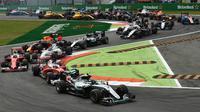 Suasana balapan F1 GP Italia selepas start di Sirkuit Monza, Italia, Minggu (4/9/2016). (Bola.com/Twitter/F1)