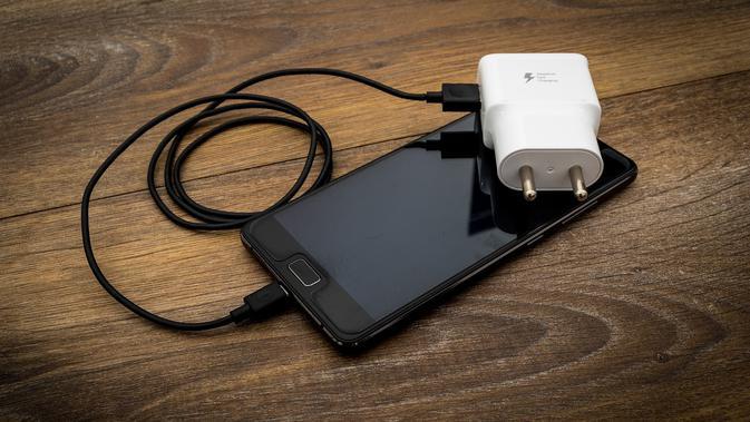 Gaming Smartphone Lenovo Legion Dukung Pengisian Daya Cepat 90W thumbnail