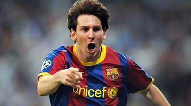 Sorak kegembiraan Lionel Messi yang mencetak dua gol untuk mengalahkan Real Madrid 2-0 dalam leg pertama semifinal Liga Champions di Santiago Bernabeu, 27 April 2011. AFP PHOTO/LLUIS GENE