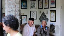 Rumah duka almarhum Ferrasta Soebardi atau lebih akrab disapa Pepeng telah dipadati oleh kerabat dan sanak saudara di kawasan Bumi Pusaka Cinere, Depok, Jawa Barat, Rabu (6/5/2015).(Liputan6.com/Helmi Afandi)