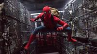 Aksi Tom Holland saat memerankan karakter Spiderman di film `Spider-Man: Homecoming.`. Film ini  dijadwalkan akan dirilis pada 7 Juli 2017 di AS. Sekuel film direncanakan akan dirilis pada 5 Juli 2019. (Chuck Zlotnick/Columbia Pictures-Sony via AP)